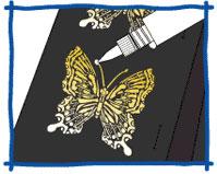 スパンコール(ラインストーン)やラメをつけたい場所に、マルチライナーのクリアを塗ります。